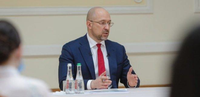 Электронные услуги. Премьер рассказал, когда Украина полностью перейдет на режим paperless - Фото