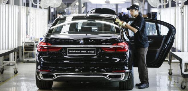 Заводы BMW останавливаются из-за дефицита чипов - Фото