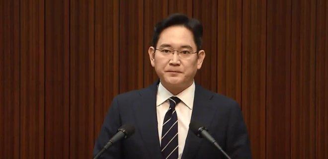 Главу Samsung досрочно освободят из тюрьмы  - Фото